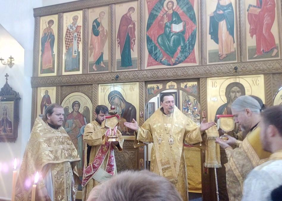 Божественная Литургия в храме Всех Святых в день памяти всех святых