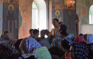 В день знаний владыка Митрофан совершил молебен об учащих и учащихся