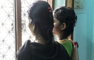 В Индии девочка стала христианкой и исцелилась от глухоты, но родители-индуисты гонят ее