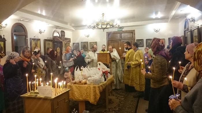 Родительская суббота в храме Всех Святых.