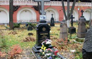 В московском Донском монастыре совершили панихиду у могилы И.С. Шмелева в 70-ю годовщину смерти писателя