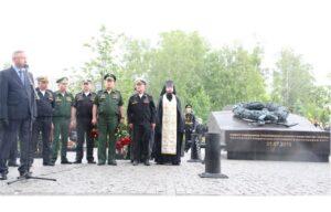В Санкт-Петербурге освящен памятник подводникам, погибшим год назад в Баренцевом море