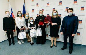 Семья клирика Мурманской епархии удостоена медали ордена «Родительская слава»
