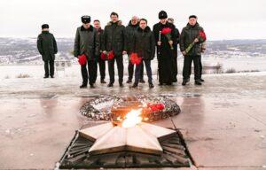 В День Неизвестного солдата митрополит Митрофан почтил память защитников Заполярья
