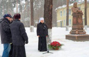 Митрополит Митрофан освятил памятник святителю Луке в Пушкино
