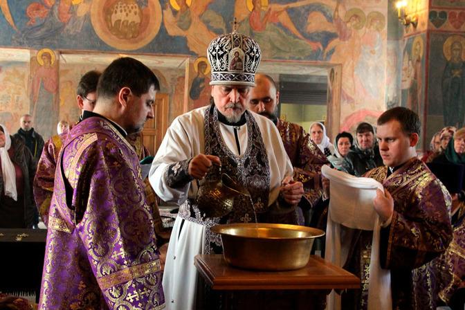 Впервые в истории Мурманской епархии совершен чин умовения ног