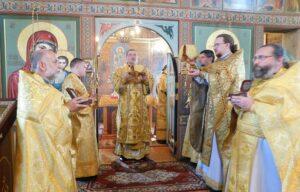 Митрополит Митрофан возглавил престольные торжества двух храмов Кандалакши