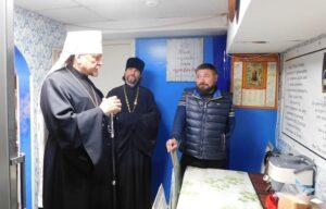 Глава Мурманской митрополии посетил кризисный центр «Теплый Север»