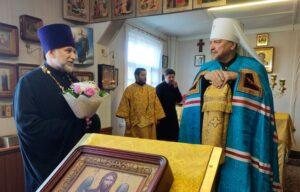Глава Мурманской митрополии посетил отдалённый посёлок Зареченск